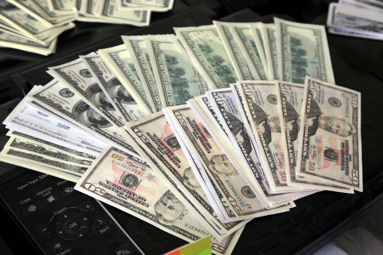 Eύβοια: Aπάτη με 17 χιλιάδες πλαστά δολάρια σε… δόσεις! | Newsit.gr