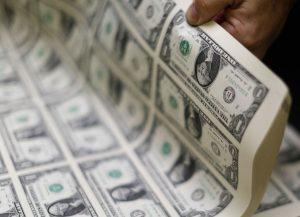 Οι χρηματιστές τιμωρούν στερλίνα και ευρώ – Απόλυτος κυρίαρχος το δολάριο