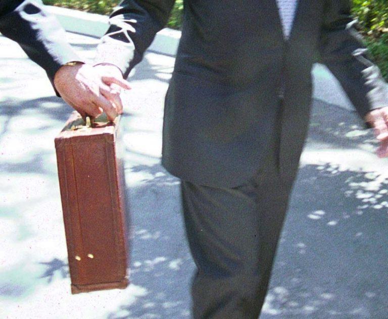 Επιτέθηκαν σε γνωστό επιχειρηματία στο Γύθειο την ώρα που επέστρεφε σπίτι του | Newsit.gr