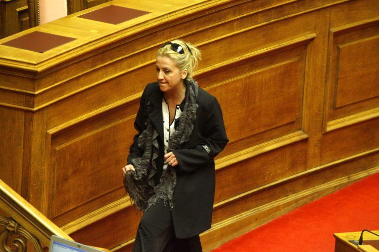 Η Ρένα Δούρου καταγγέλλει την Τουρκία ότι εκμεταλλεύεται την κρίση στην Κύπρο | Newsit.gr