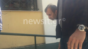 Γιούχαραν τον παιδοκτόνο στα δικαστήρια – Απολογείται για τη δολοφονία της Στέλλας