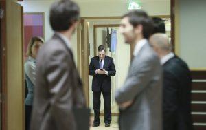 Βόμβα! «Ο Ντράγκι δεν είχε δικαίωμα να κλείσει τις ελληνικές τράπεζες»