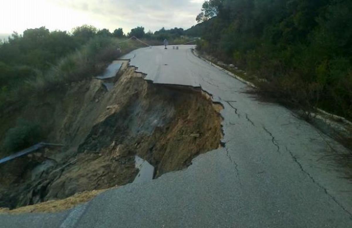 Πρέβεζα: Δρόμος… εξαφανίστηκε στην Καστροσυκιά! ΦΩΤΟ   Newsit.gr