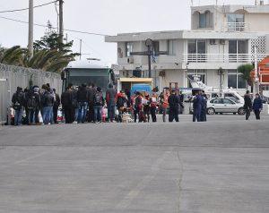 Χίος: Έφτασαν 68 πρόσφυγες και ένας Μπάτμαν!