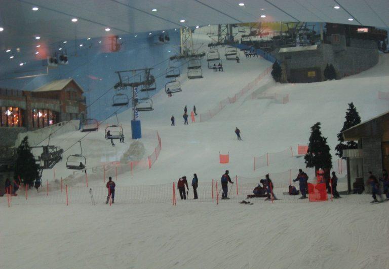 Πασίγνωστος Έλληνας ηθοποιός κάνει αυτή την ώρα σκι στο Ντουμπάι! | Newsit.gr