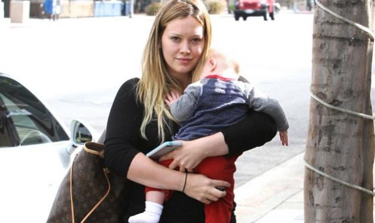 H. Duff: Γυμνάζεται για να χάσει τα κιλά της εγκυμοσύνης και πηγαίνει βόλτες το μωρό της με την καινούργια Porsche!   Newsit.gr