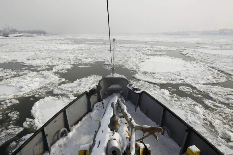 Πάγωσε ο Δούναβης – Απίστευτες ΦΩΤΟ | Newsit.gr