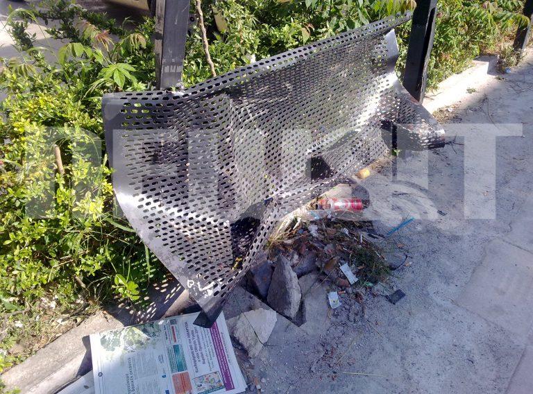 Κατεστραμμένη στάση λεωφορείου στον Περισσό | Newsit.gr