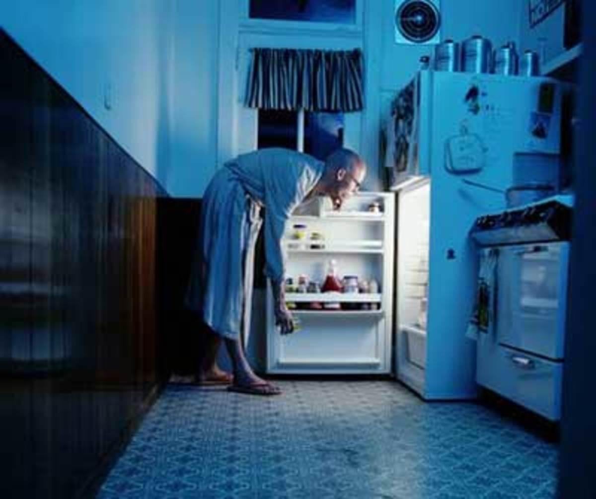 Το «τσιμπολόγημα» μέσα στη νύχτα κάνει πολύ κακό στα δόντια. | Newsit.gr