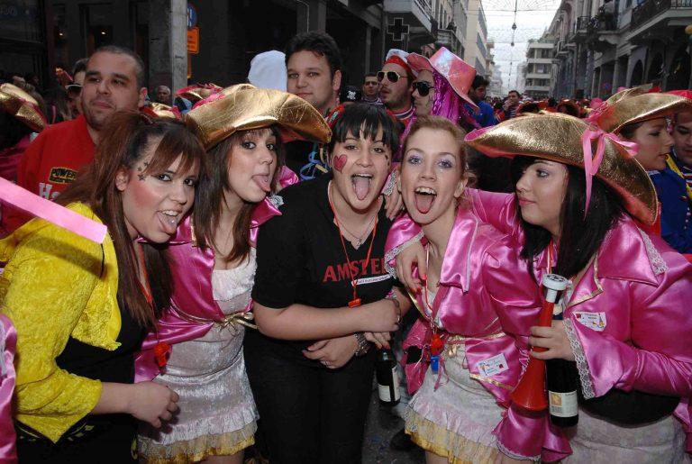 ΄Εδεσσα: Μαγική παρέλαση αρμάτων | Newsit.gr