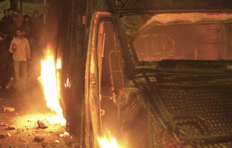 Νύχτα κόλαση στην Αίγυπτο, δυο νεκροί | Newsit.gr