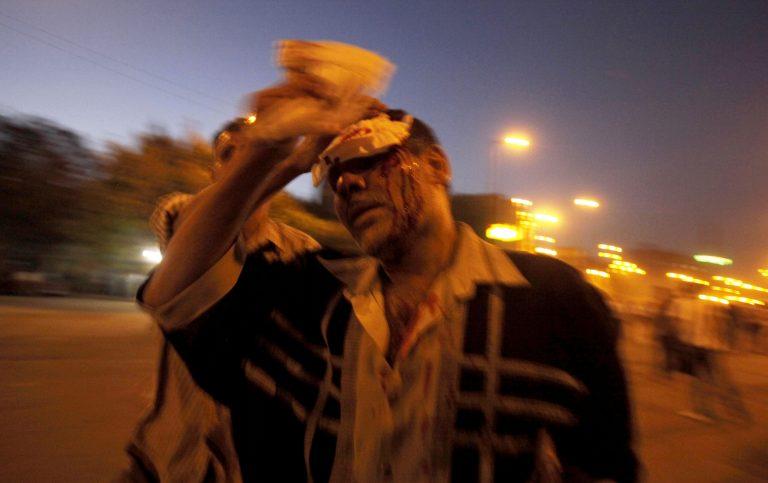 Αίγυπτος: Διαδηλωτές έβαλαν φωτιά σε κτίριο του στρατού | Newsit.gr