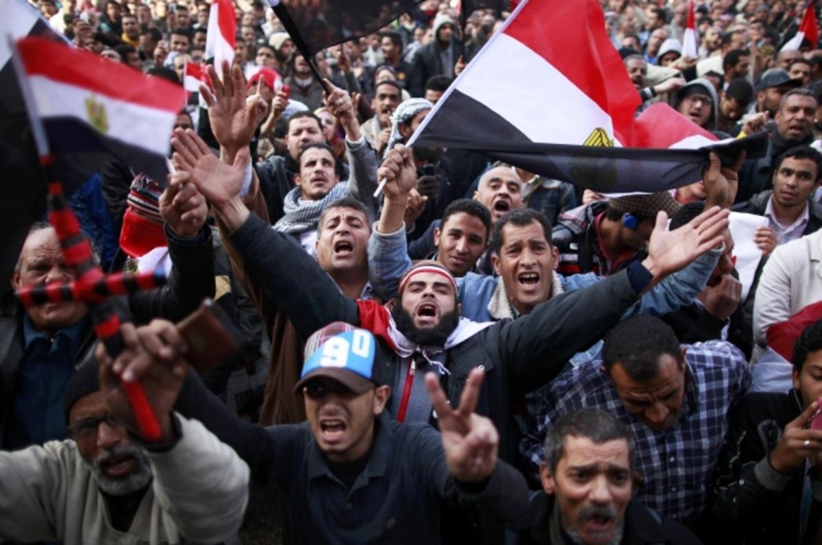 Ένας χρόνος από την επανάσταση κατά Μουμπάρακ – Η Ταχρίρ γέμισε ξανά (ΦΩΤΟ)   Newsit.gr