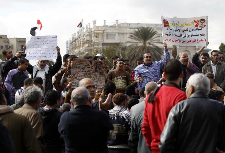 Αίγυπτος: 5 τραυματίες από τις συγκρούσεις μεταξύ διαδηλωτών | Newsit.gr