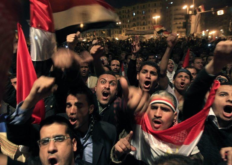 Θρίλερ στην Αίγυπτο με την παραίτηση Μουμπάρακ – Όχι σε στρατιωτική διακυβέρνηση το… «μήνυμα» της πλατείας Ταχρίρ | Newsit.gr