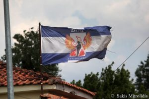 Ανατριχίλα στην Ειδομένη – Σήκωσαν σημαίες της χούντας στο χωριό σύμβολο του προσφυγικού