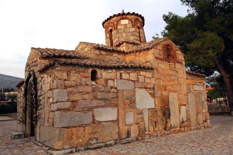 Ναυπακτία: Άνοιξαν εκκλησάκι στο Τρίκορφο αλλά έφυγαν με άδεια χέρια | Newsit.gr