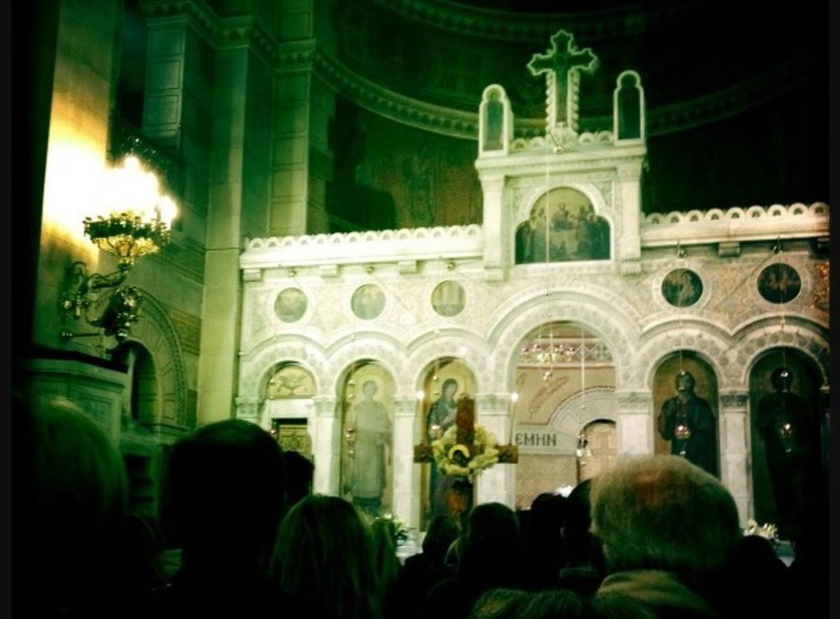 Ποιος παρουσιαστής ανέβασε φωτογραφία στο twitter από την Ακολουθία των Παθών του Ιησού; | Newsit.gr