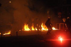 Χαμός ξανά τα ξημερώματα στα Εξάρχεια! Συνελήφθη 22χρονος