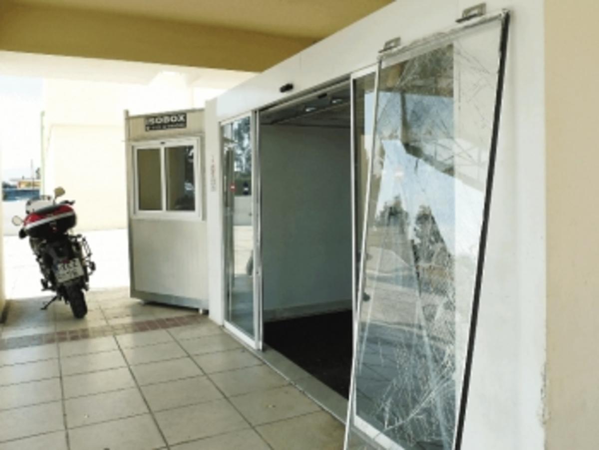 Καλαμάτα: Μπήκε στο νοσοκομείο με μηχανή για να διαμαρτυρηθεί! | Newsit.gr