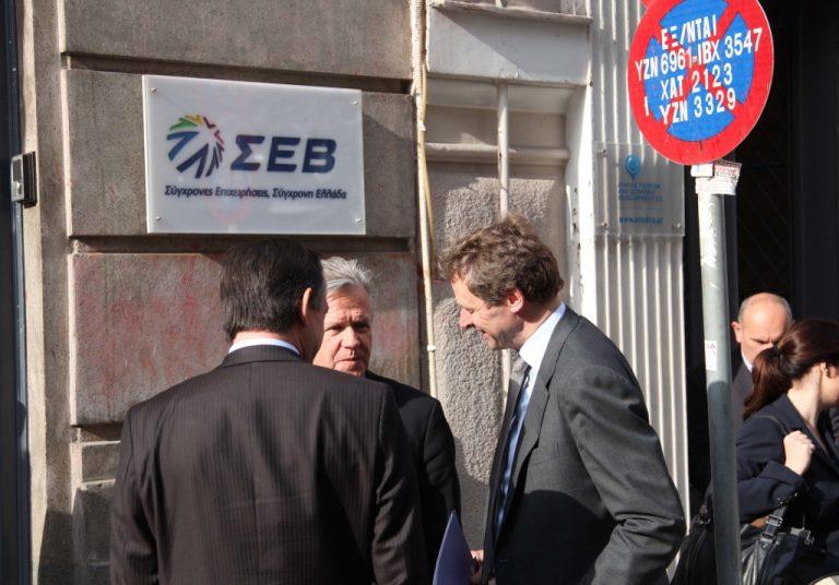 Τριετής μείωση μισθών και απολύσεις σε δημόσιο και ιδιωτικό τομέα   Newsit.gr