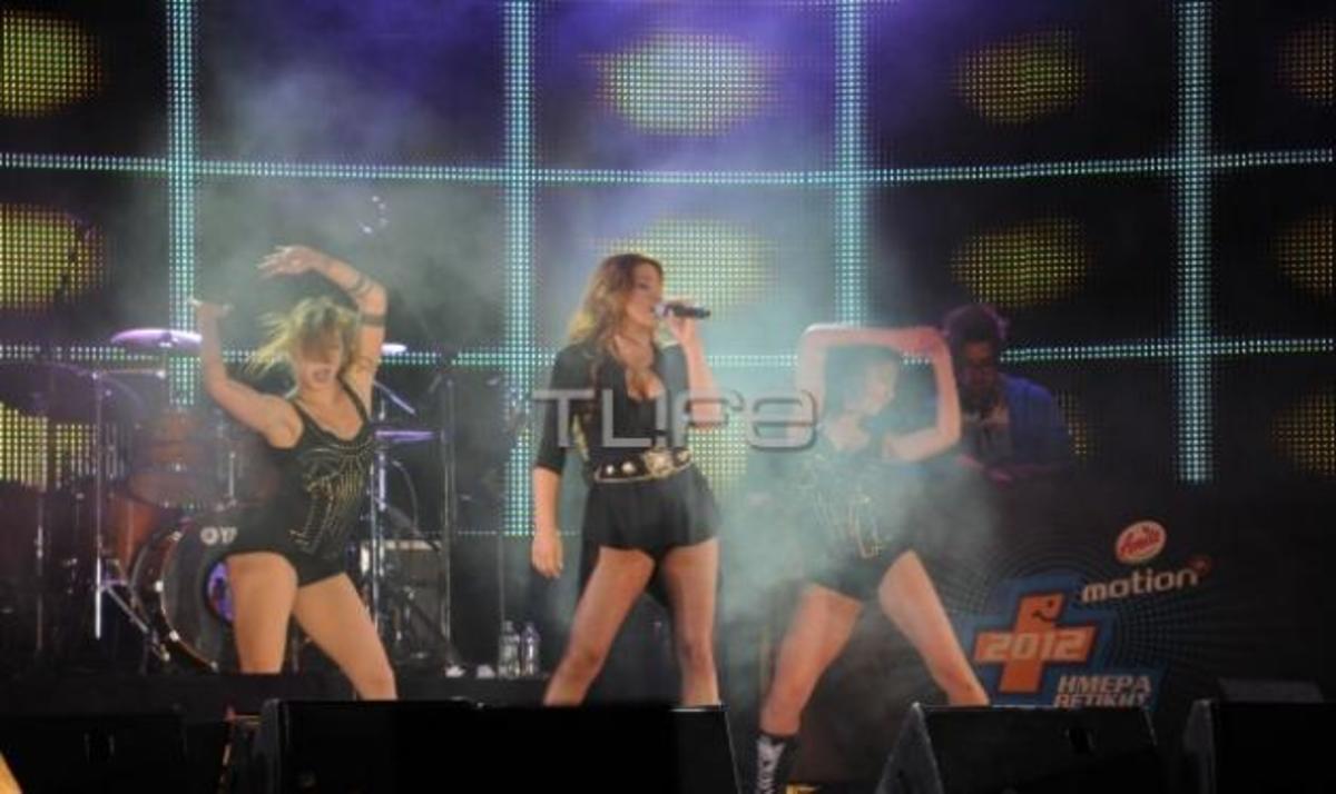 Ε. Παπαρίζου: Η εκκρηκτική εμφάνιση στην συναυλία της Amita Motion! Βίντεο και φωτογραφίες | Newsit.gr