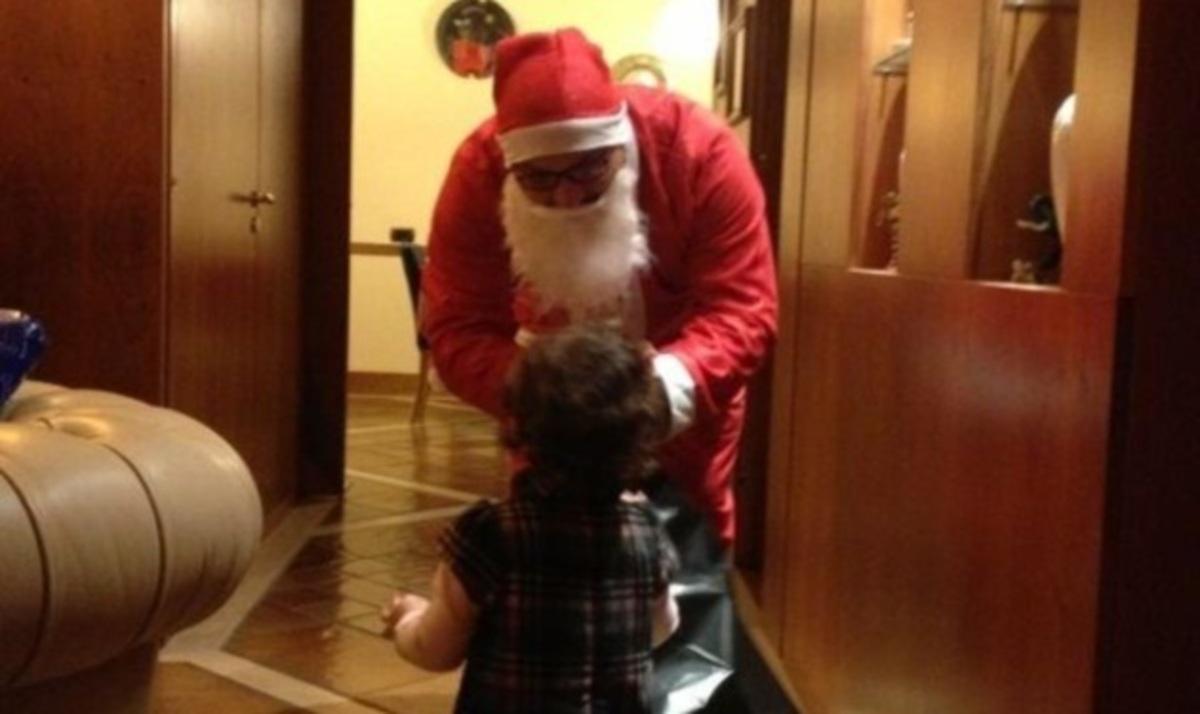 Ο Άγιος Βασίλης επισκέφτηκε την κόρη γνωστής ηθοποιού! Μάντεψε ποια είναι | Newsit.gr