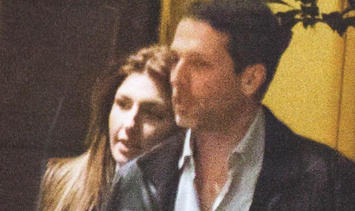 Ε. Παπαρίζου: Καυτά φιλιά με τον Α. Καψάλη στο Κολωνάκι! | Newsit.gr