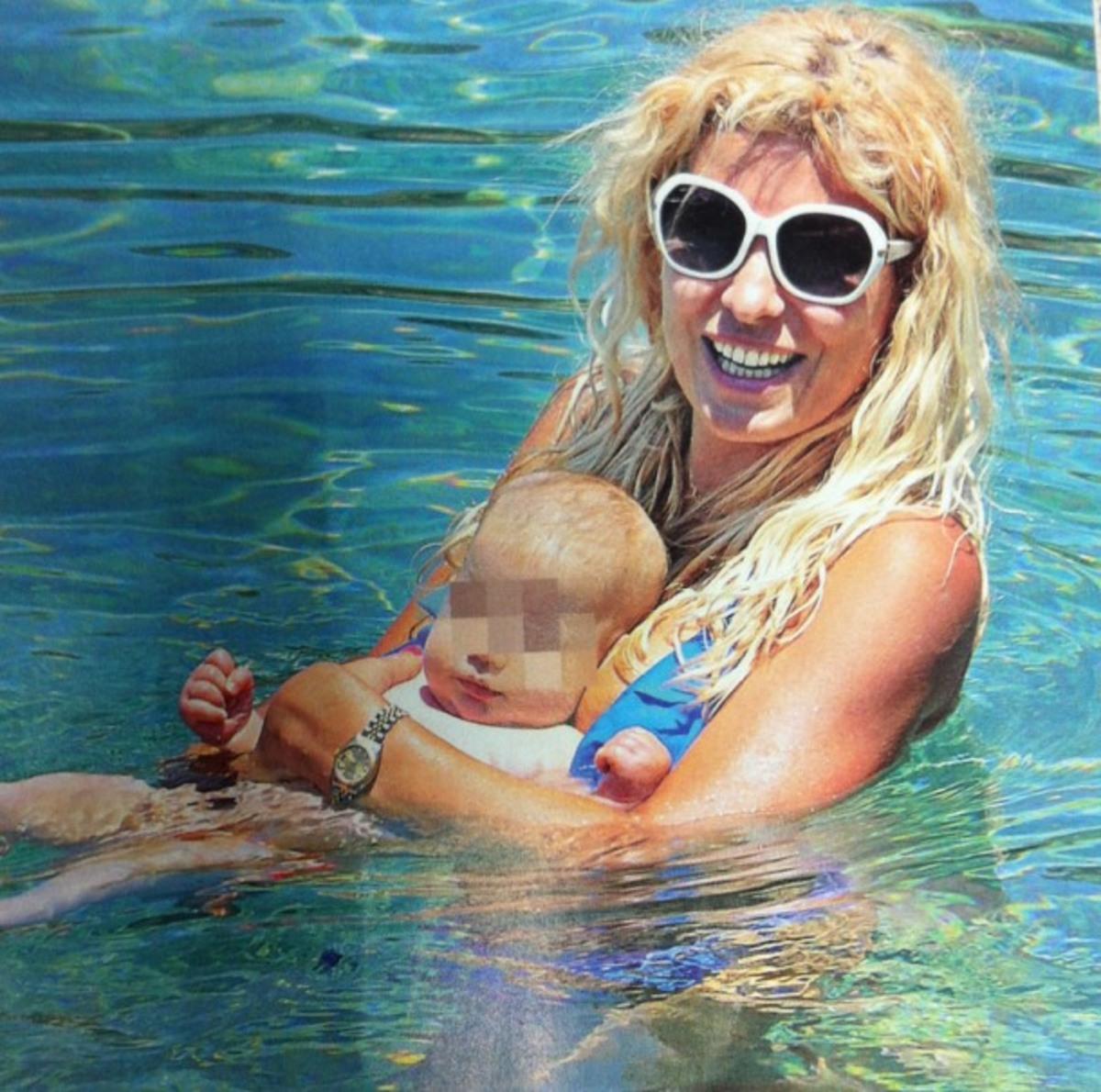 Ποιο μωράκι κρατάει η Ελένη Μενεγάκη;   Newsit.gr