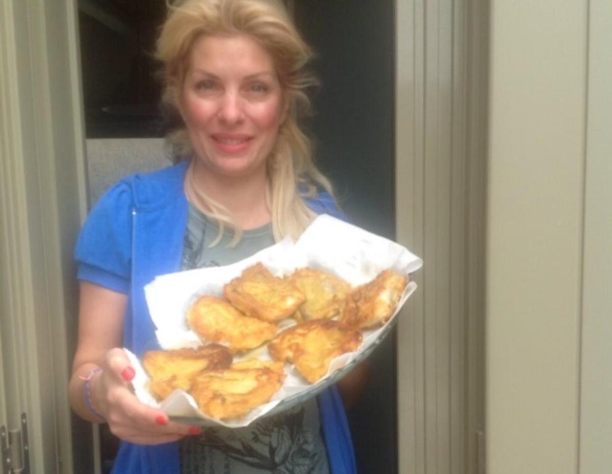 Η Ελένη Μενεγάκη γιόρτασε την 25η Μαρτίου τιμώντας τις γευστικές παραδόσεις   Newsit.gr