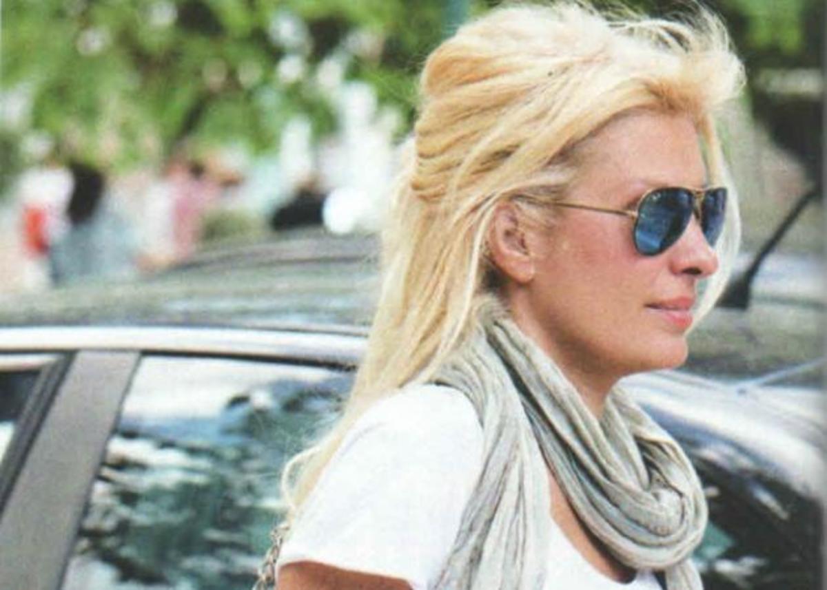 Τι τσάντα κραταέι η Ελένη Μενεγάκη; | Newsit.gr