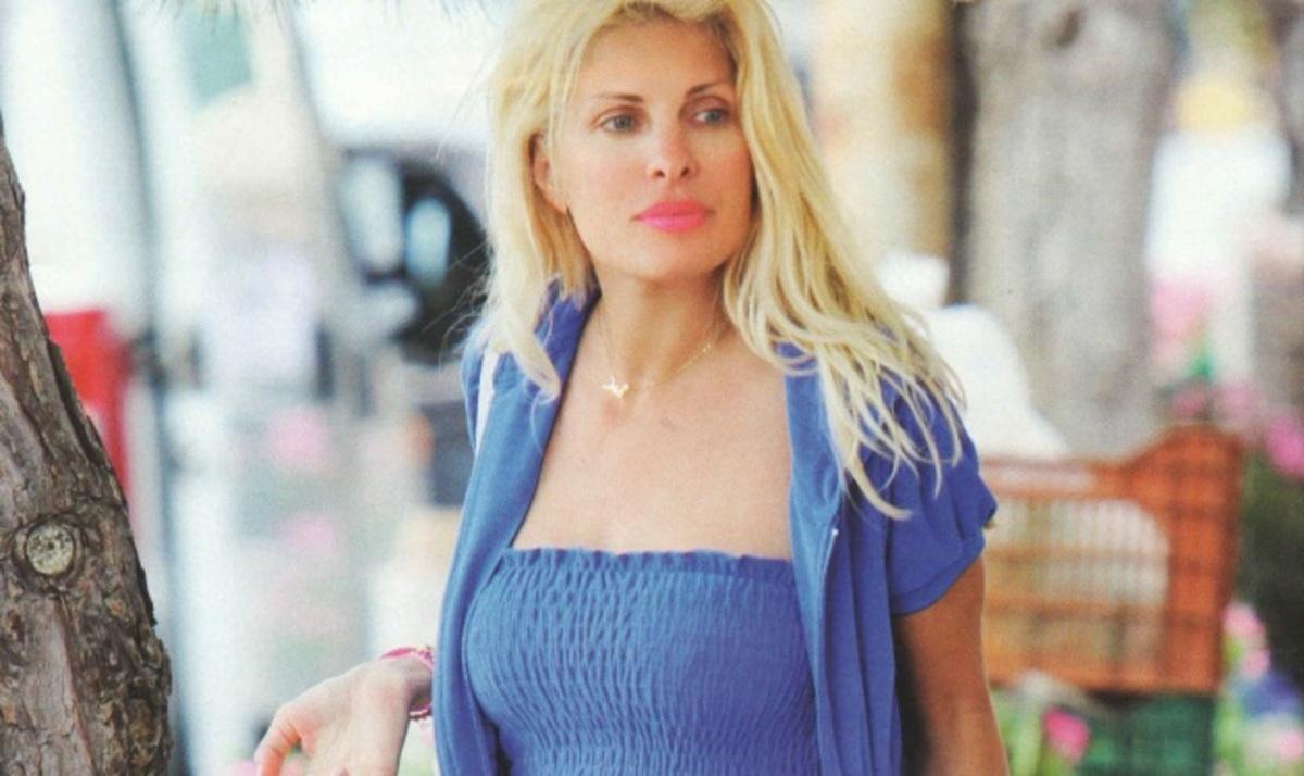 Ε. Μενεγάκη: Αμακιγιάριστη και με natural look κάνει τα ψώνια της!   Newsit.gr