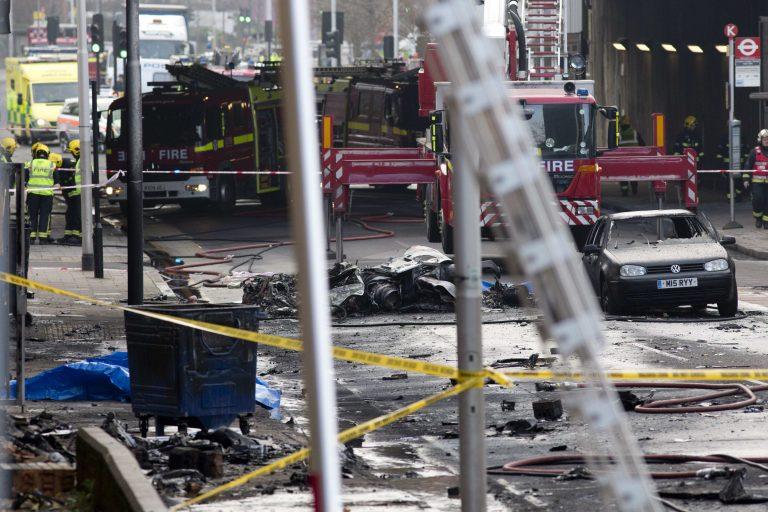 Τραγωδία στο Λονδίνο – Δυο νεκροί από τη συντριβή ελικοπτέρου κοντά στο κτίριο της MI6 και της πρεσβείας των ΗΠΑ | Newsit.gr