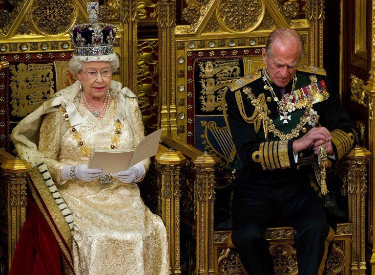 Η βασίλισσα Ελισάβετ παρουσίασε το κυβερνητικό πρόγραμμα   Newsit.gr
