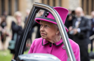 Η… σοφερίνα βασίλισσα Ελισάβετ με την Jaguar! [pic]