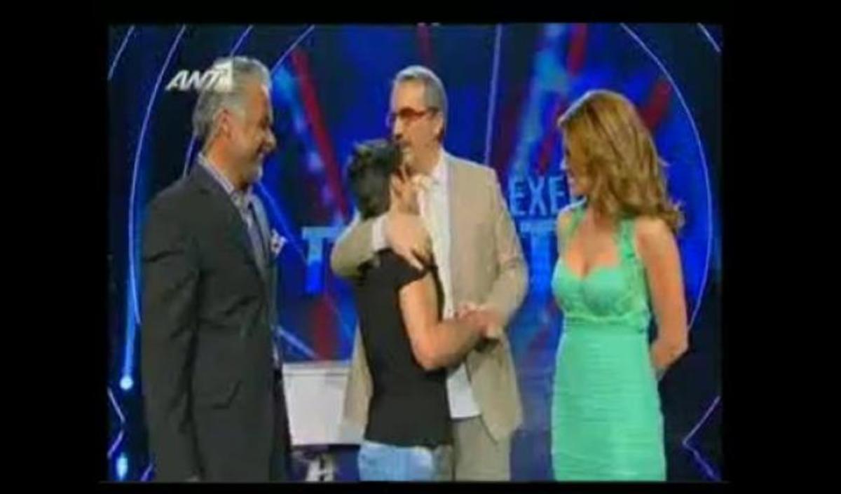 Συγκινητικές στιγμές για τον τυφλό διαγωνιζόμενο που τραγούδησε Μητροπάνο | Newsit.gr