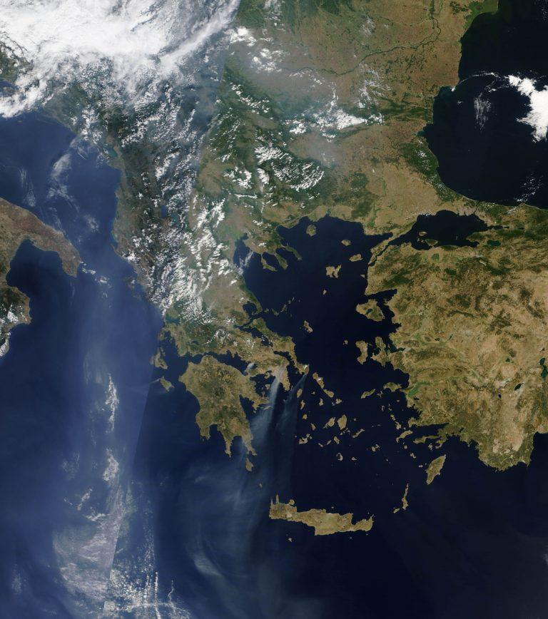 Νεφώσεις, βροχές και υψηλές θερμοκρασίες   Newsit.gr
