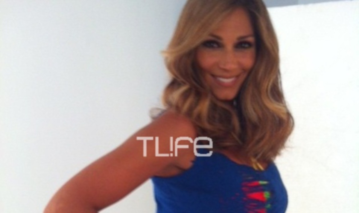 "To TLIFE ""τσάκωσε"" την Ε. Κοκκίνου στα παρασκήνια φωτογράφισης!   Newsit.gr"