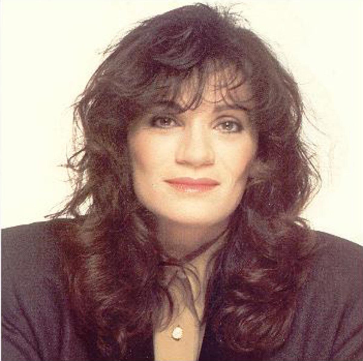 Αποτέλεσμα εικόνας για ελπιδα τραγουδιστρια foto