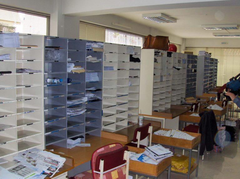Άργος: Έδεσαν με χειροπέδες υπάλληλο των ΕΛΤΑ   Newsit.gr