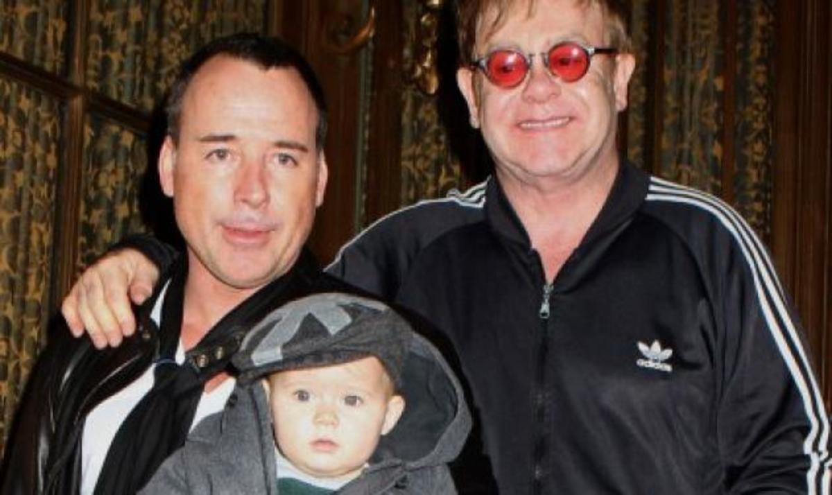Ο Elton John και ο σύζυγός του έγιναν μπαμπάδες για δεύτερη φορά | Newsit.gr