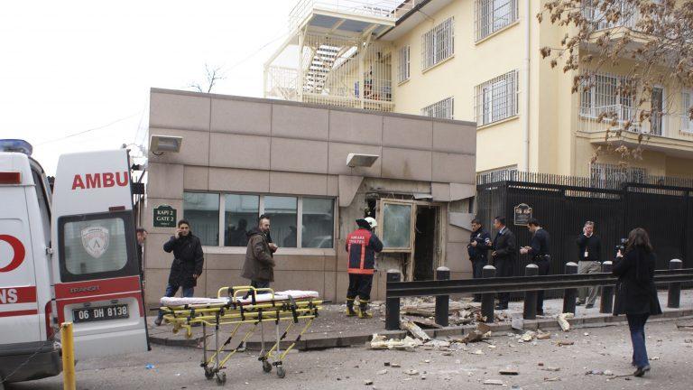Δυο νεκροί από επίθεση καμικάζι στην πρεσβεία των ΗΠΑ στην Άγκυρα – «Βλέπουν» Αλ Κάιντα | Newsit.gr