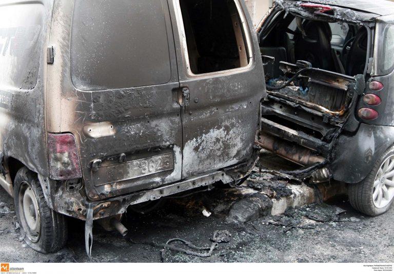 Εφιαλτική νύχτα στη Ν. Σμύρνη – Πυρπόλησαν 4 αυτοκίνητα   Newsit.gr