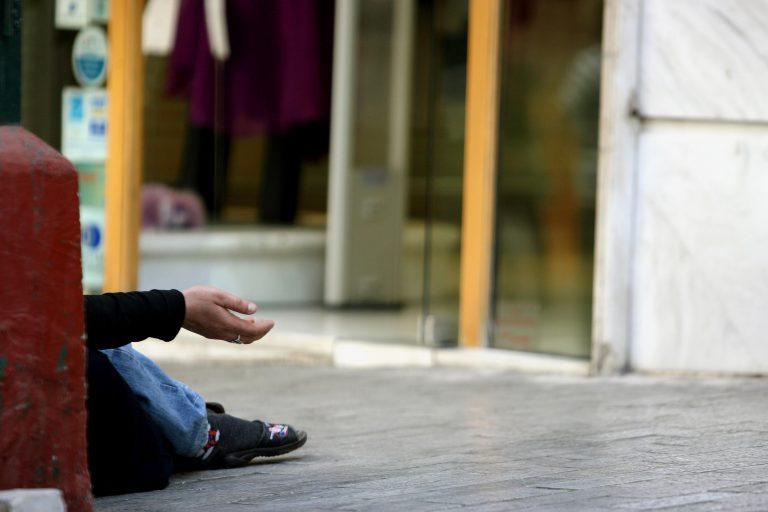 Πάτρα: Επαίτης με… μαχαίρι! | Newsit.gr