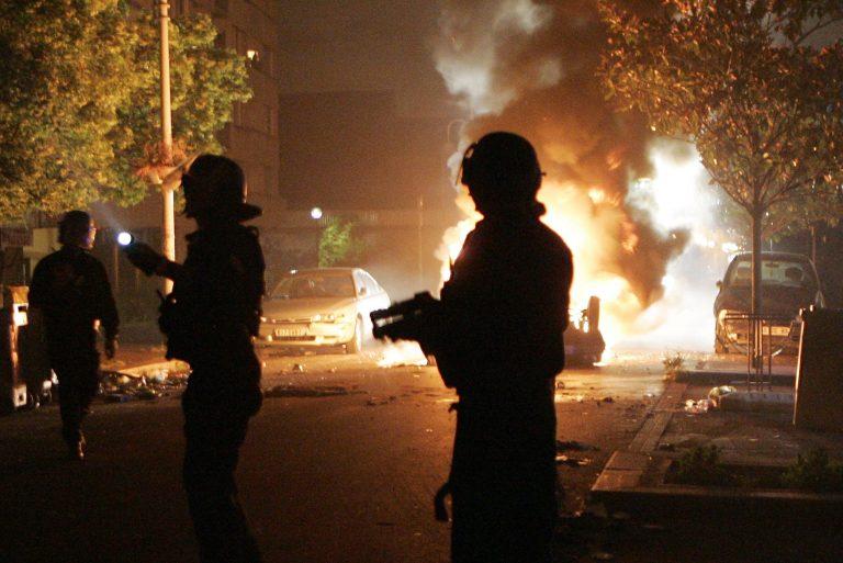 Επίθεση με μολότοφ σε αστυνομική δύναμη στα Εξάρχεια | Newsit.gr