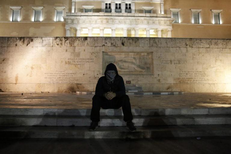 Βίντεο – ντοκουμέντο από τα επεισόδια στον Άγνωστο Στρατιώτη [vid] | Newsit.gr