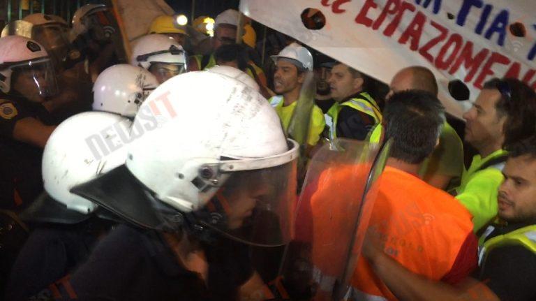 Τα ΜΑΤ χτύπησαν τους μεταλλωρύχους έξω από την ΕΡΤ πριν το debate (ΦΩΤΟ, ΒΙΝΤΕΟ)   Newsit.gr