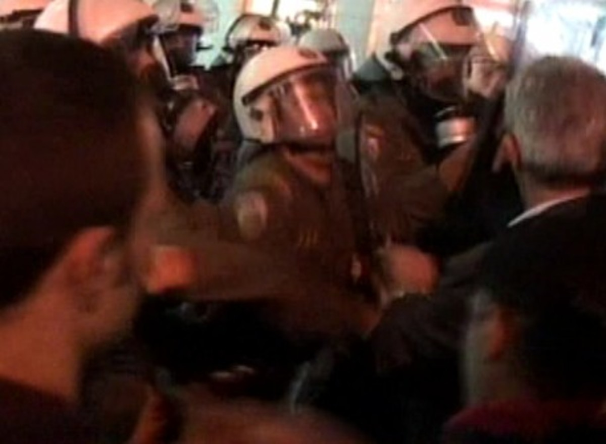 Σοβαρά επεισόδια έξω από το υπ. Οικονομικών | Newsit.gr
