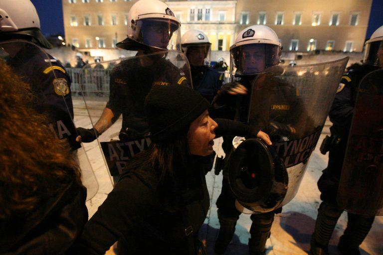 Ένστολες αγριότητες στο απόηχο της εκκωφαντικής θυσίας   Newsit.gr