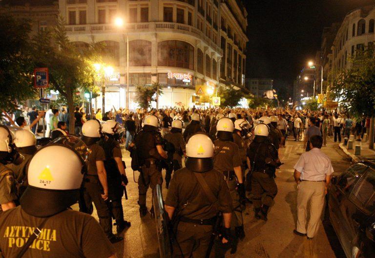 Ολοκληρώθηκαν οι πορείες – 'Ενταση έξω απο το Βελλίδειο | Newsit.gr